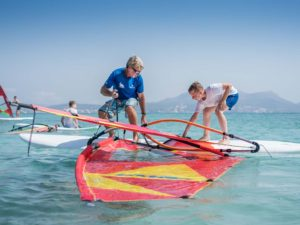 curso iniciacion windsurf ninos 300x225 - Windsurfing beginner courses for children from 6 to 12 years' old