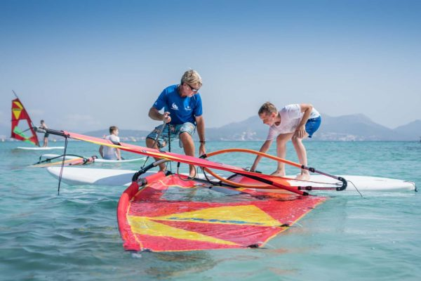 curso iniciacion windsurf ninos 600x400 - Beginner's private class or perfecting Windsurf