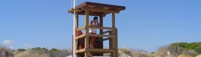 torre de vigilancia en playa de muro en mallorca