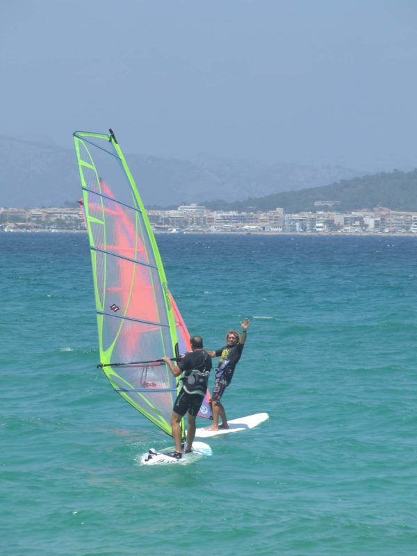 watersportsmallorca ofrece deporte accesible en su escuela de windsurf de mallorca 600x800 - Beginner's private class or perfecting Windsurf