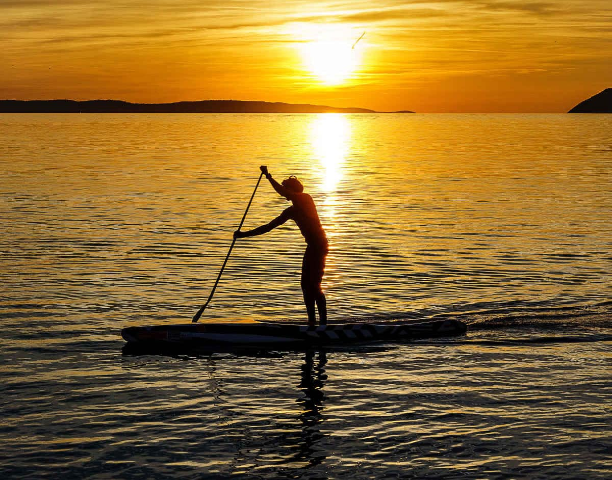 damir spanic 1206760 unsplash e1558431790599 - Conoce la historia del paddle surf