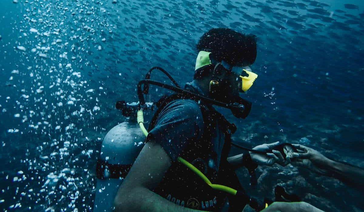 anoof junaid 1648392 unsplash e1560760975871 - ¿Conoces qué es el snorkel y el buceo?